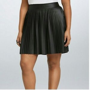 NWT Torrid Faux Leather Black Pleated Skirt